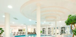 Steigenberger Hotel Der Sonnenhof mit moderner Eisstockbahn