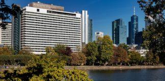 Für den guten Zweck: Scheckübergabe im InterContinental Frankfurt