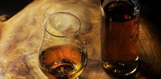 Neues Whiskykonzept hebt natürliches Farbspektrum der Whiskys hervor