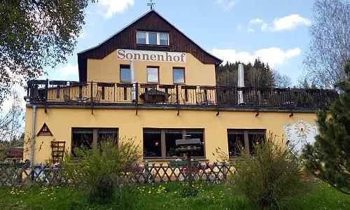 75 Jahre altes Hotel Sonnenhof in Hinterhermsdorf fordert Gäste auf
