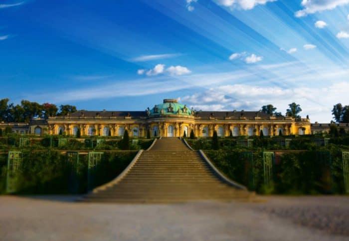 NH Voltaire Potsdam: Direkt in der Stadtmitte Potsdams gelegen, zählen das Schloss Sanssouci und die Babelsberger Filmstudios.