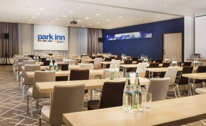 Das Park Inn by Radisson Stuttgart. befindet sich direkt im Herzen Stuttgarts am Marienplatz.