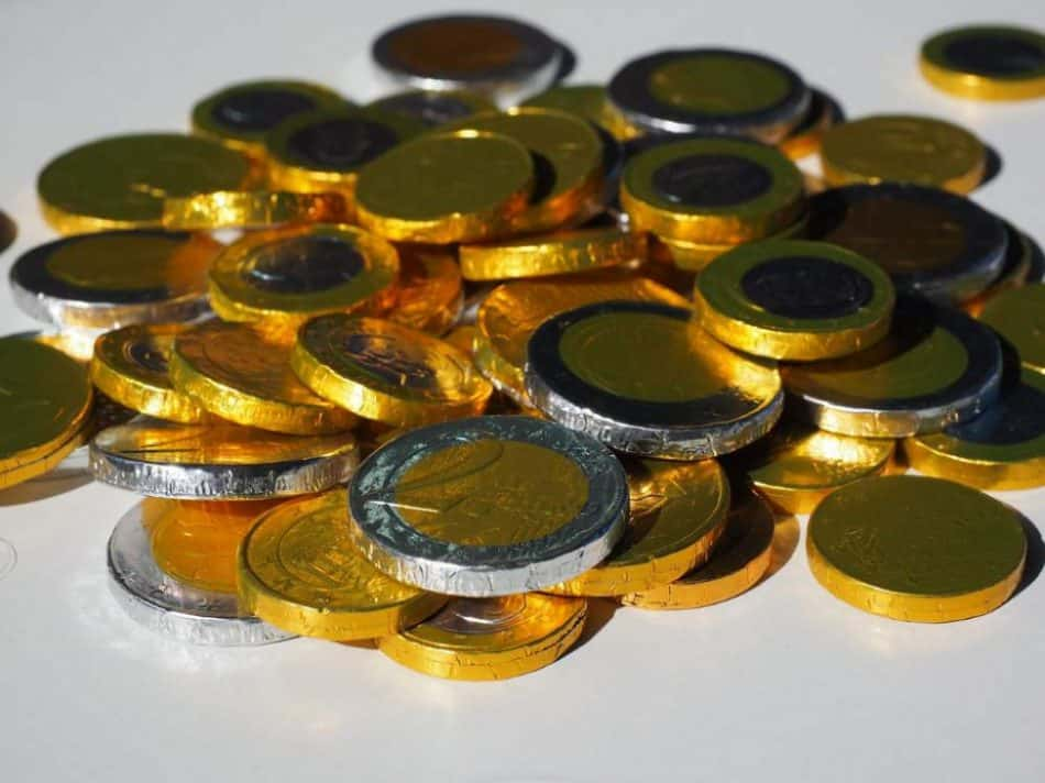 Das Trinkgeld gehört beim Arbeitnehmer zum Arbeitslohn. Dazu gehören sämtliche Vorteile, die für eine Beschäftigung gezahlt werden.
