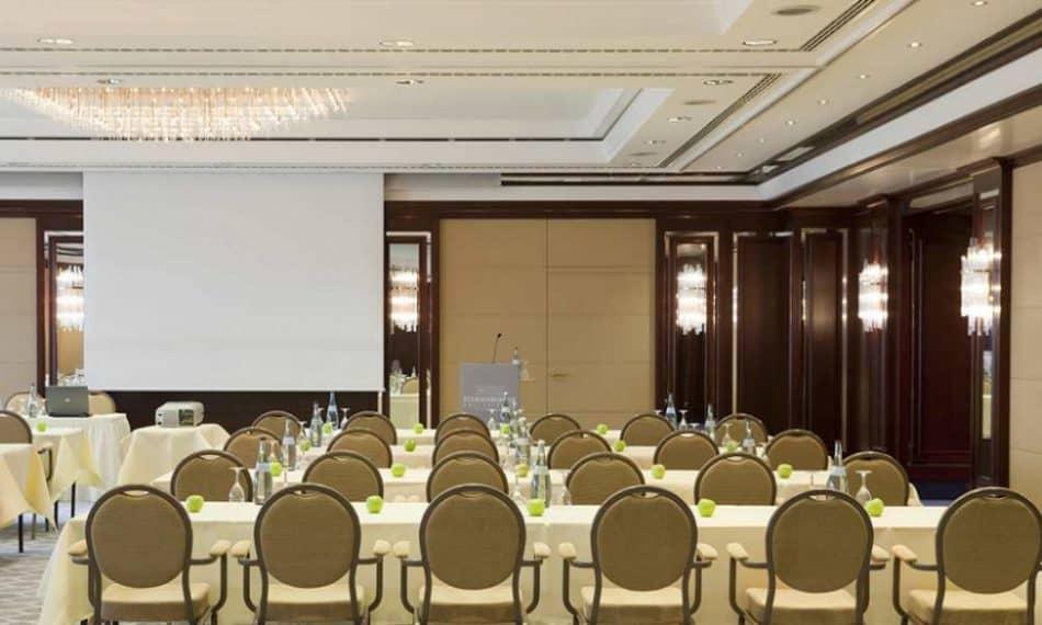 Das Steigenberger Hotel Graf Zeppelin verfügt über elf vollklimatisierte Salons zwischen 30 und 400 qm, die für Veranstaltungen bis zu 400 Personen geeignet sind.