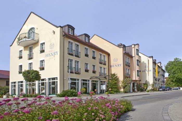 """Hotel Henry in Erding: """"Tagen rund um den Globus"""""""