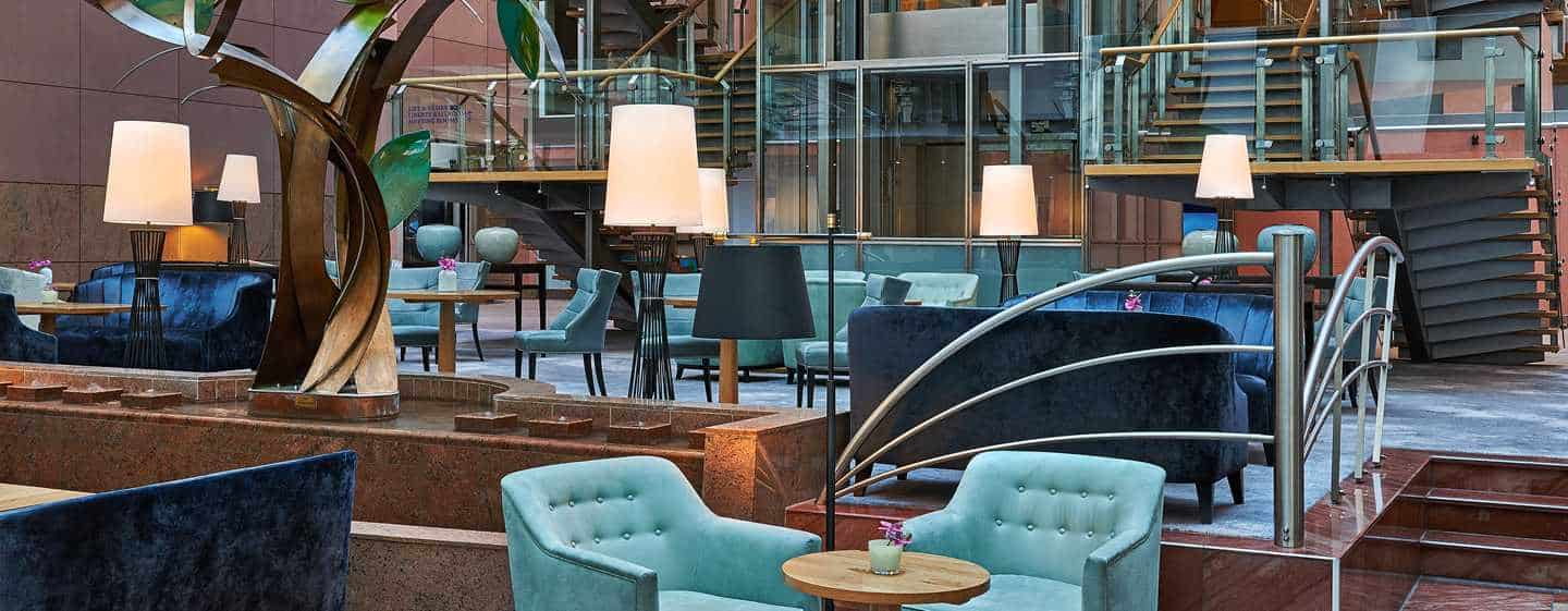 "Modernisierte ""Vista Bar & Lounge"" im Hilton Frankfurt City Centre"