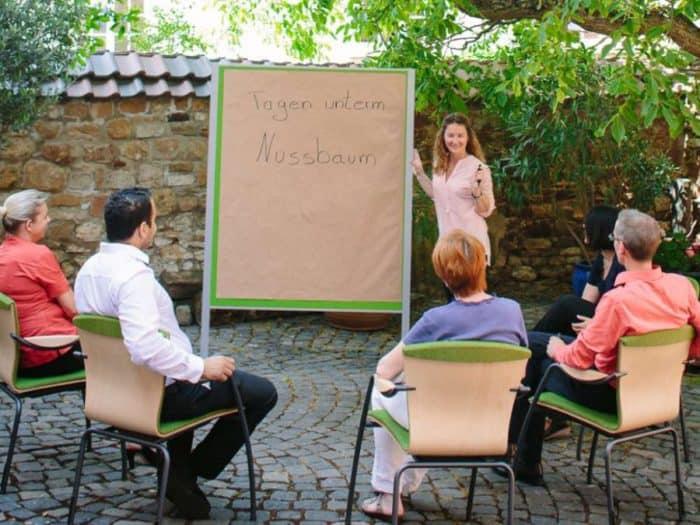 Französischer Hotelverbund Logis bietet trendige Seminare im Grünen an.
