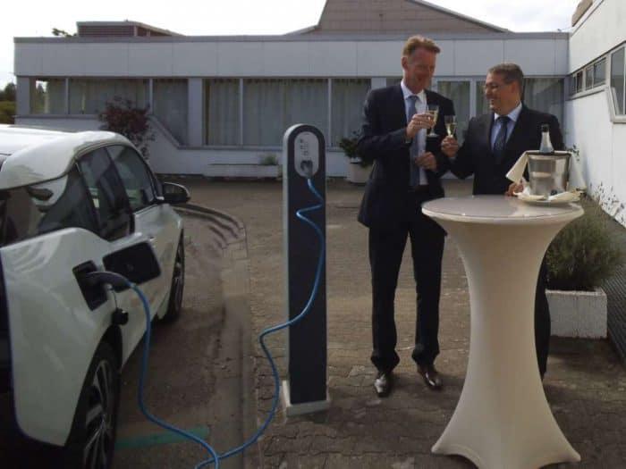 Seit kurzem bietet das Best Western Leoso Hotel Ludwigshafen seinen Gästen eine Elektrotankstelle an.