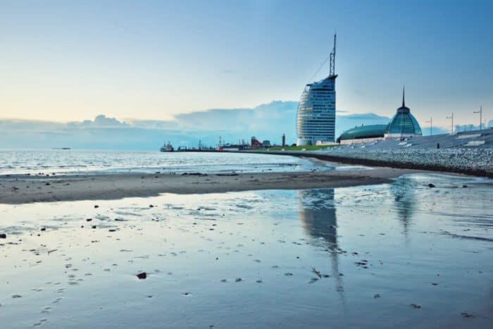 Außenansicht Weser auf Atlantic Hotel Sail City Bremerhaven
