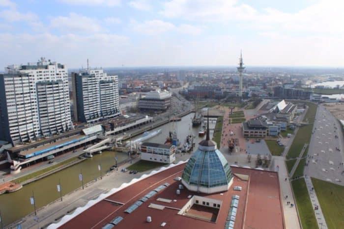 Blick-aus-86-m-Höhe-vom-Atlantic-Hotel-in-Richtung-Mediterraneo-1024x683-1-e1553243444900 ATLANTIC Hotel Sail City Bremerhaven: höchster Hotel-Komfort