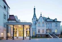 Das Dorint Parkhotel Meißen, in direkter Lage an der Elbe gegenüber von Albrechtsburg und Meißner Dom, besteht aus einem Ensemble mehrerer Gebäude.