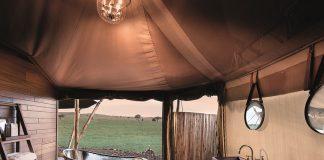 Valentinstag in der Serengeti und Sternenhimmel afrikanischen Savanne