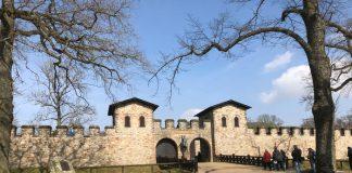 Römerkastell Saalburg Haupttor und Mauer
