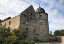 Weserbergland: das einstige Dornröschenschloss, welches ihren Namen durch die Gebrüder Grimm erhielt, ist nun eine Ruine einer Höhenburg im sagenumwobenen Reinhardswald des nordhessischen Landkreises Kassel.