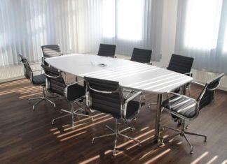 Firmen unterschätzen Einsparpotenzial bei der Organisation kleinerer Meetings .