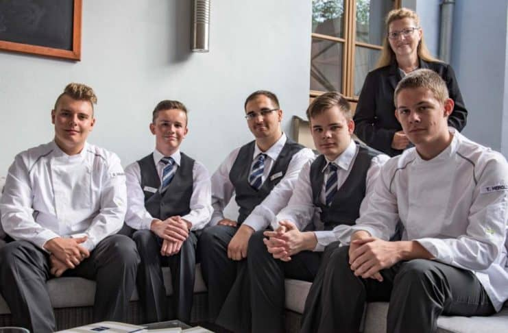 Sechs neue Auszubildende im Dorint Am Goethepark Weimar.