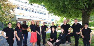 Hinschauen erwünscht: Hotel Im Schulhaus kleidet Team neu ein.