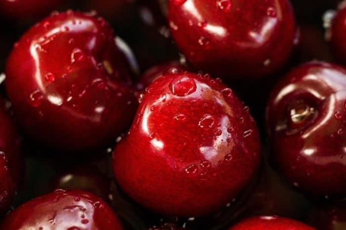 Gartenbauer erfreut über Spitzenernte bei Erdbeeren, Kirschen und Äpfel.