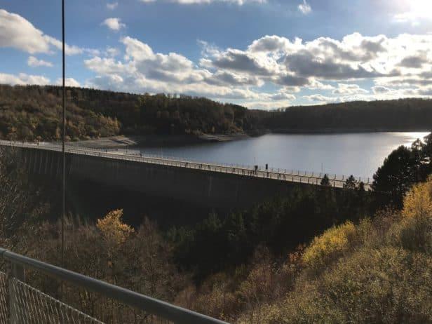 """Staumauer Rappbodetalsperre von Hängebrücke """"Titan-RT"""""""