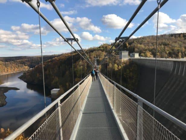 "Blick auf Hängebrücke ""Titan-RT"""