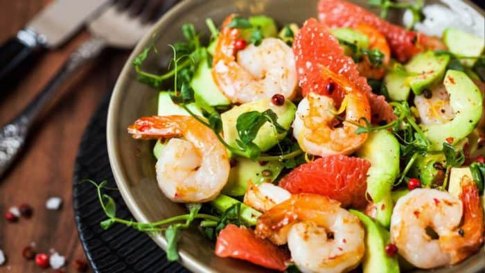 Restaurant ersteklasse Salat mit Shrimps