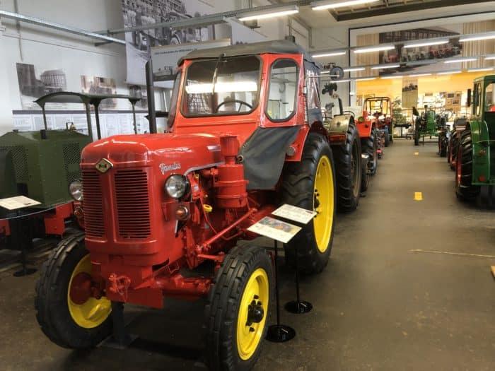 Traktor Famulus 46
