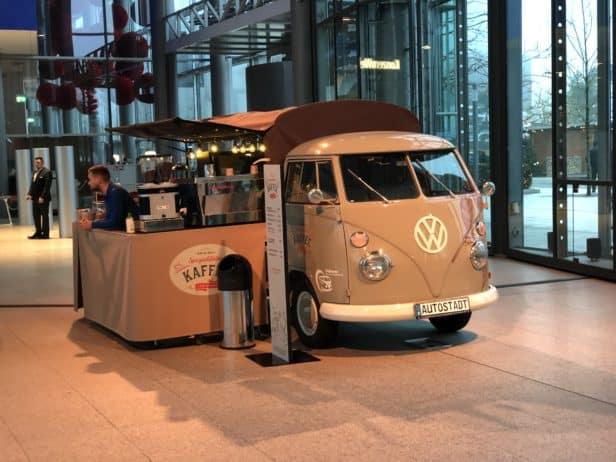 Autostadt Wolfsburg umgebauter VW-Bulli zu einem Cafe