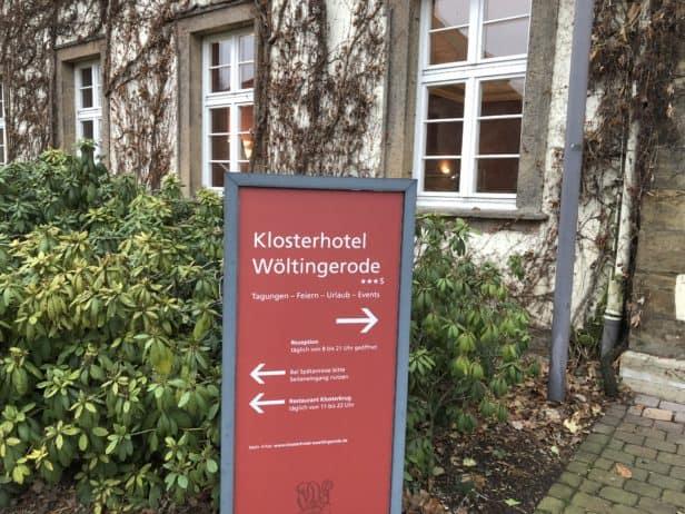 Hinweisschild Klosterhotel Wöltingerode