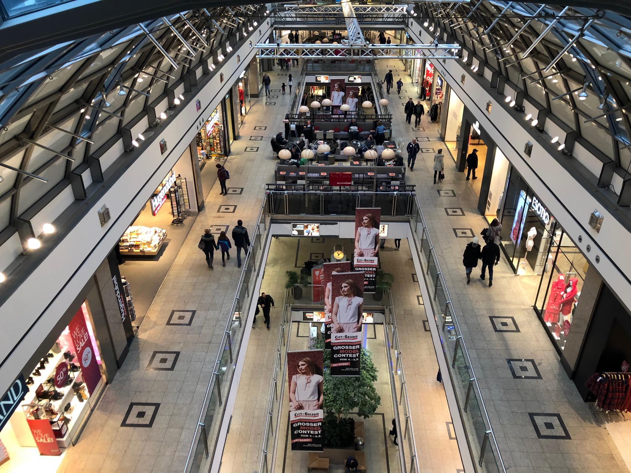 Innenansicht von oben auf City-Galerie Siegen