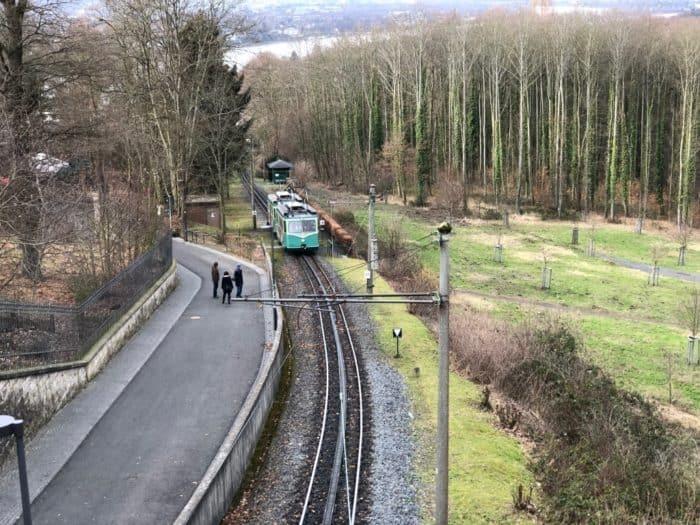 Blick auf Drachenfelsbahn