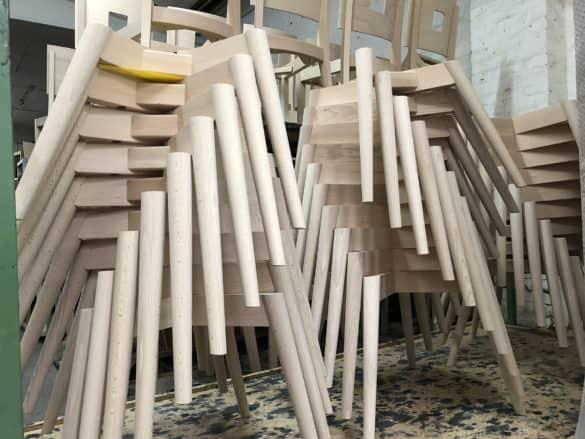Fotos-Herr-Grell-Gestell-Marie-Produktion-IMG_1322-585x439 Stuhlfabrik Schnieder: hochwertige Gastronomiemöbel Made in Germany