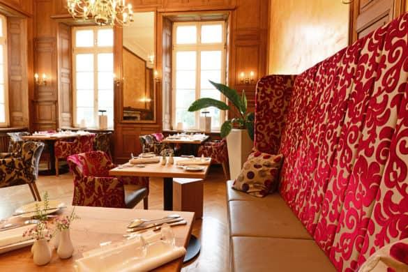 Hotel-Restaurant-Schloss-Westerholt-Herten-Stuhlfabrik-Schnieder-585x390 Stuhlfabrik Schnieder: hochwertige Gastronomiemöbel Made in Germany