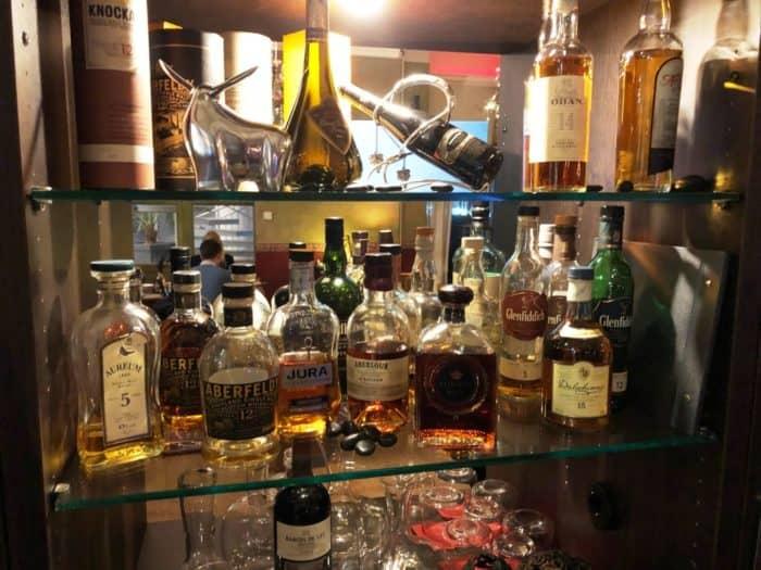 Auswahl an Whiskeysorten im Sebastian's Steakhouse in Siegen