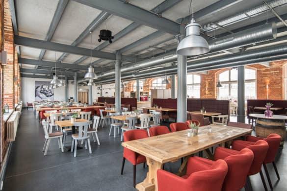 Mitarbeiterrestaurant-Imacon-Dresden-Stuhlfabrik-Schnieder-585x390 Stuhlfabrik Schnieder: hochwertige Gastronomiemöbel Made in Germany