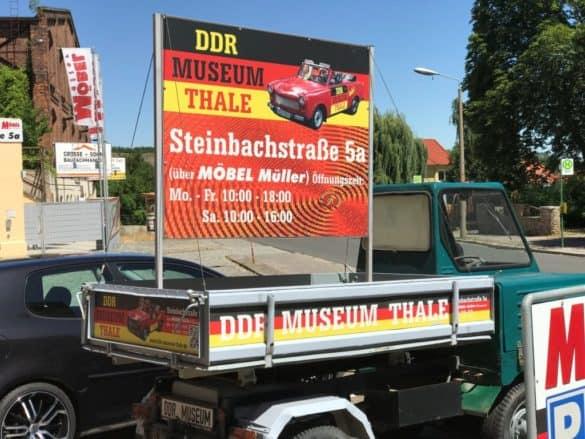 ddr-museum-thale-aufsteller-585x439 Geschichte greifbar machen: das DDR Museum in Thale im Harz