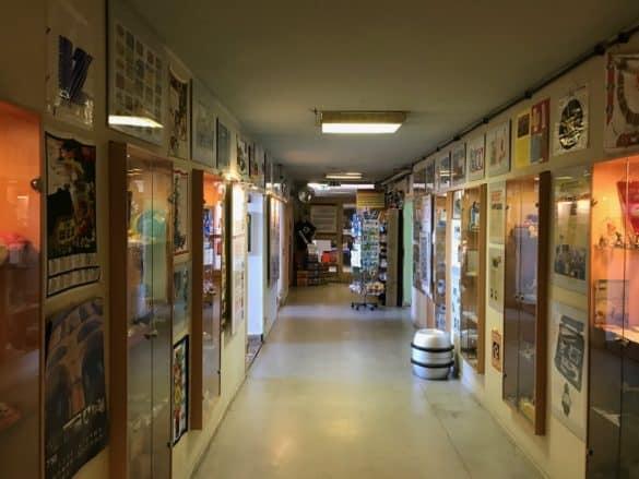 ddr_museum_thale_vitrinen-585x439 Geschichte greifbar machen: das DDR Museum in Thale im Harz