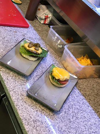 Zubereitung Hamburger Restaurant Ersteklasse Hilchenbach