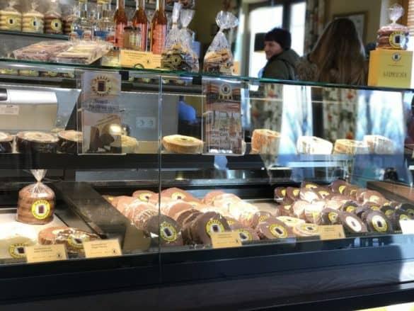 harzer_baumkuchen_auswahl-585x439 Tradition und Schaubacken: Harzer Baumkuchen aus Wernigerode