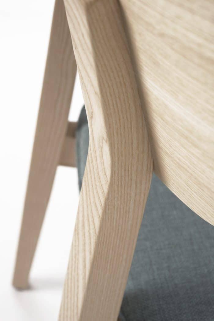 Anmut und Glanz: Stuhl Torge aus Esche