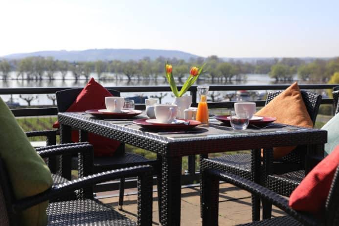 Frühstücksgedeck auf der Terrasse Nägler's - Fine Lounge Hotel