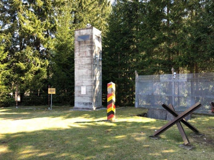 DDR-Grenzzaun mit Grenzturm