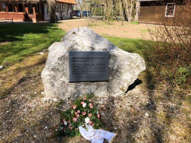 KZ-Gedenkstein vor der Heimkehle