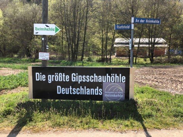 Hinweistafel größte Gipsschauhöhle Deutschlands