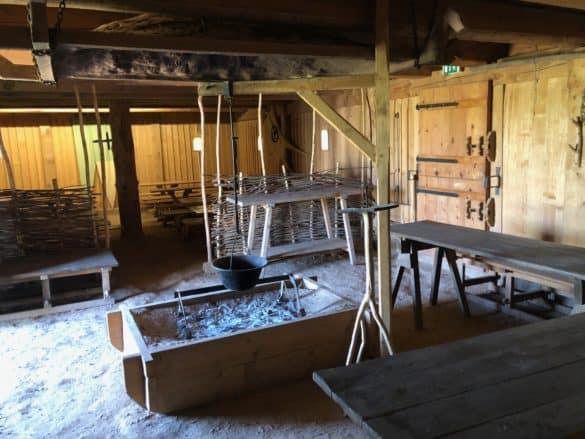 koenigspfalz_tilleda_blick_in_wohnhuas-585x439 Königspfalz Tilleda: Freilichtmuseum zu Füßen des Kyffhäusers