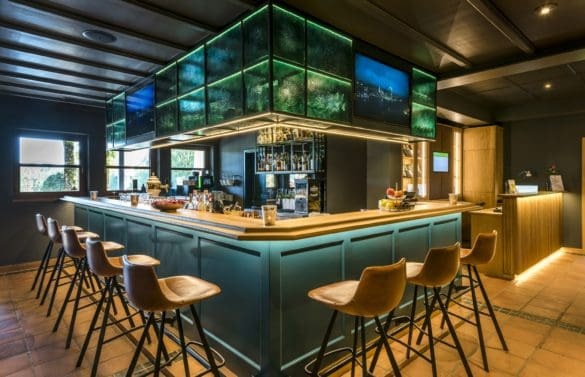 Derby-bar-l-grill-©-Hotel-Gut-Ising-1-585x377 Hotel Gut Ising am Chiemgau: einzigartig, charmant und vital
