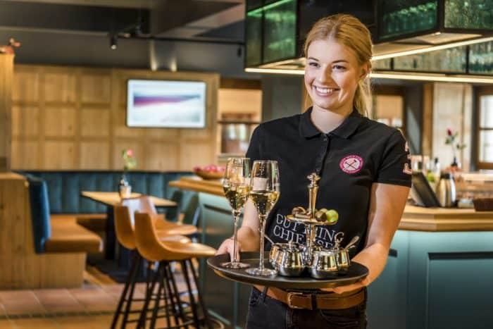 Service Derby Bar Hotel Ising Chiemgau