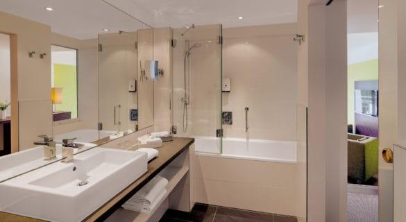 HIS-Badezimmer-Foto-Haberland-585x320 Hotel Im Schulhaus: Aktivurlaub in Lorch im Rheingau genießen