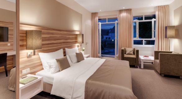 HIS-Zimmer-mit-Durchgang-by-Thomas-Haberland-585x320 Hotel Im Schulhaus: Aktivurlaub in Lorch im Rheingau genießen