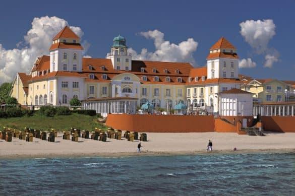 KHB_Außenansicht_credit_Travel_Charme_Hotels_und_Resorts-585x389 Seebad-Flair mit neuem Style: Das Travel Charme Kurhaus Binz