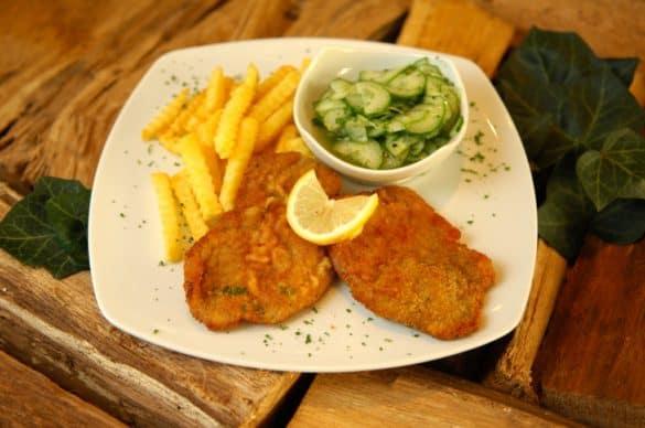 Schnitzel mit Gurkensalat Magdeburger Art